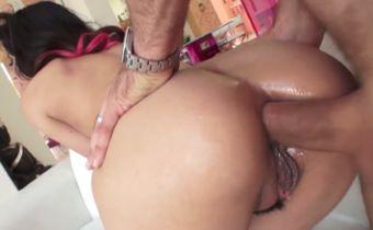 Vagabunda do cu guloso no sexo anal