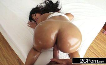 Video de porno com morena rabuda fazendo anal