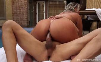 Sexo anal forte com gostosa brasileira de bunda grande