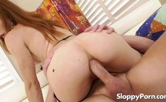Sexo anal gostoso com ruiva novinha dando pro casado